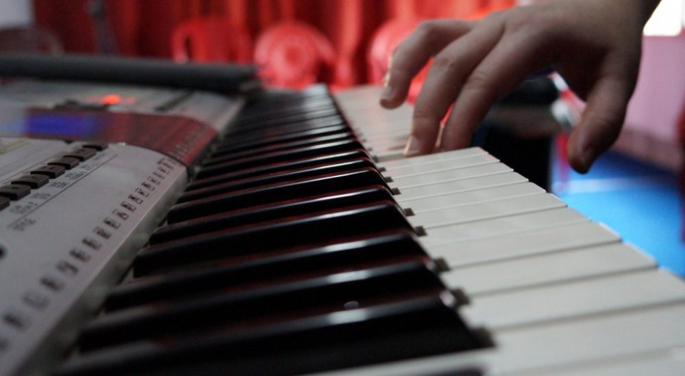 Learn to Play Piano Online and Beat the Competition